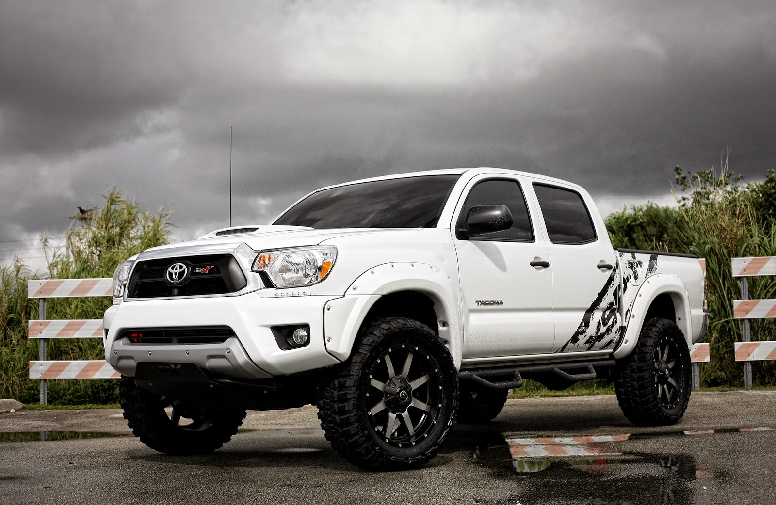 Toyota-Tacoma-XPS-X-By-Fuel-Offroad-wheels-01